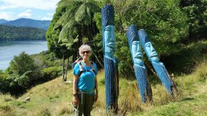 Lochmara pole carvings